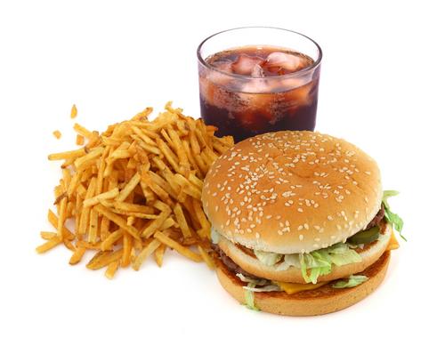 Elakkan makanan segera, bergoreng, berlemak, minuman bergula, soda, berbikarbonat ketika perut sedang sakit.